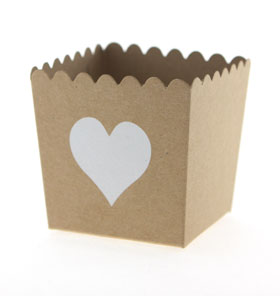 Krat with White Heart Scallop Favour Box